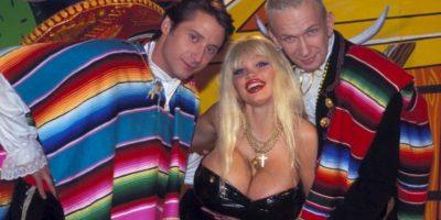 Lolo Ferrari o Eve Valois, fue una actriz porno francesa conocida por sus cirugías plásticas y el gran tamaño de sus pechos. Cada uno pesaba 2,8 kgs. Foto:vía Getty Images