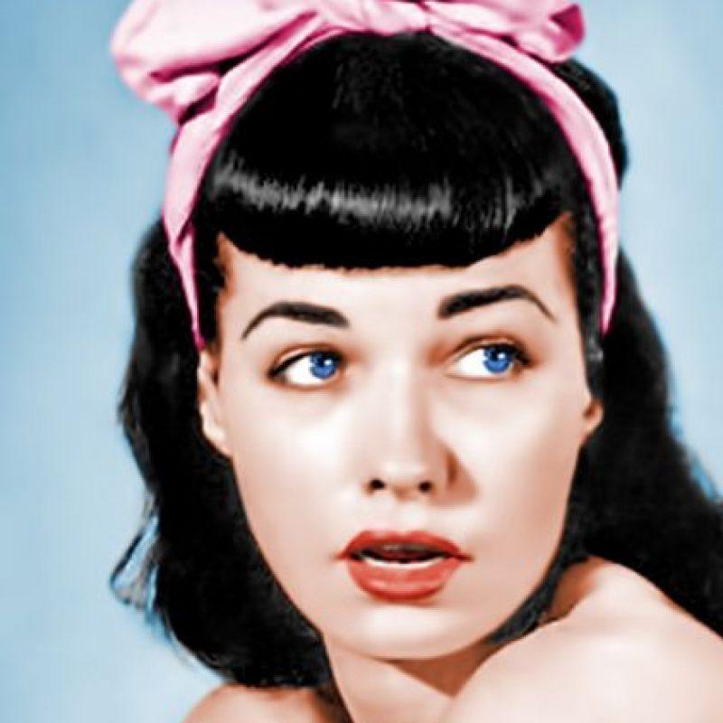 """Bettie Page fue la reina de las """"pin ups"""" y la que elevó a estas modelos a categoría de íconos sexuales en los años 40 y 50. Luego de fracasar en la actuación, se convirtió al cristianismo. Llegó a hacer cortos bondage. Foto:vía Getty Images"""