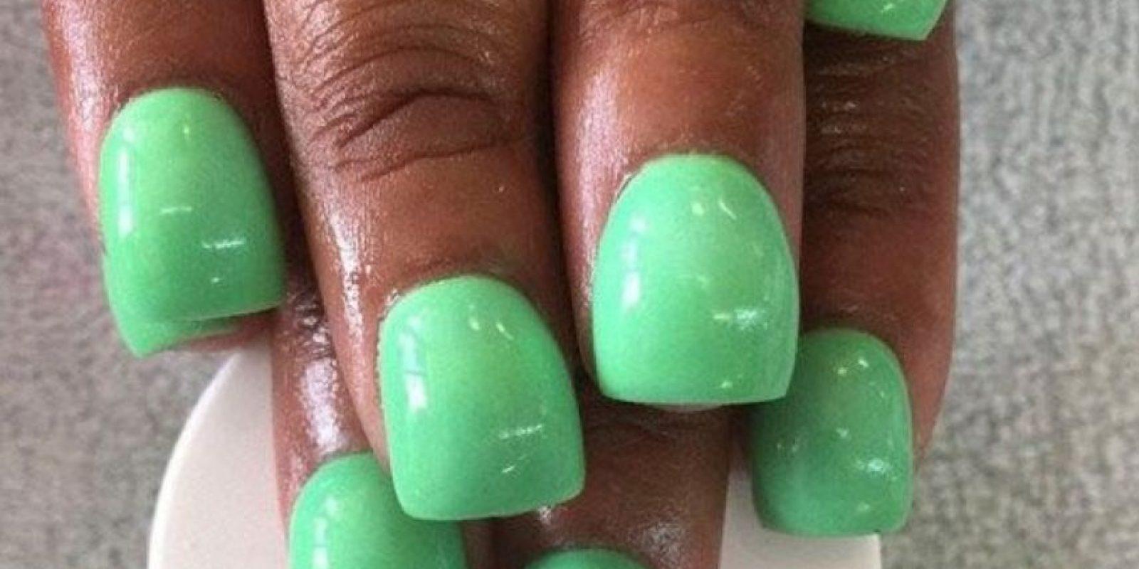 Video: Ahora la moda es ponerse alacranes en las uñas | Publinews