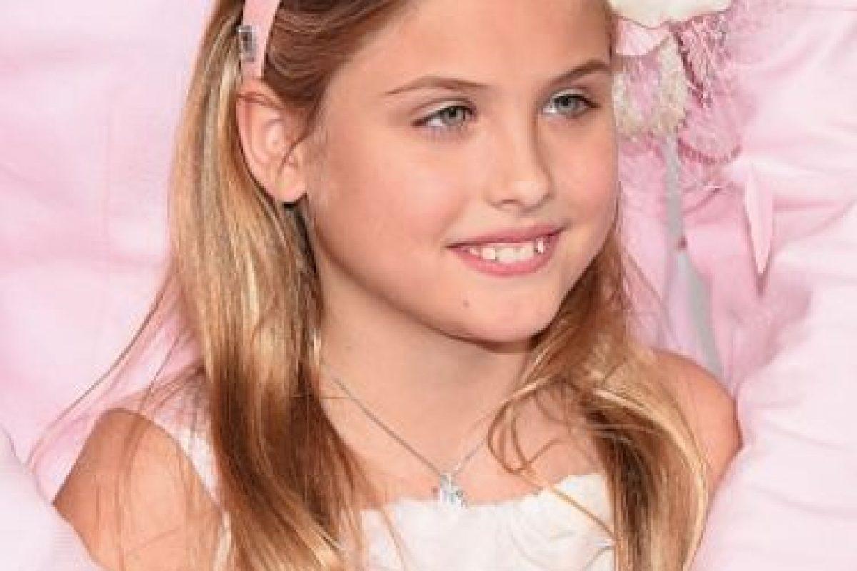 La niña ya desfiló para la marca en la que debutó su madre. Foto:vía Getty Images