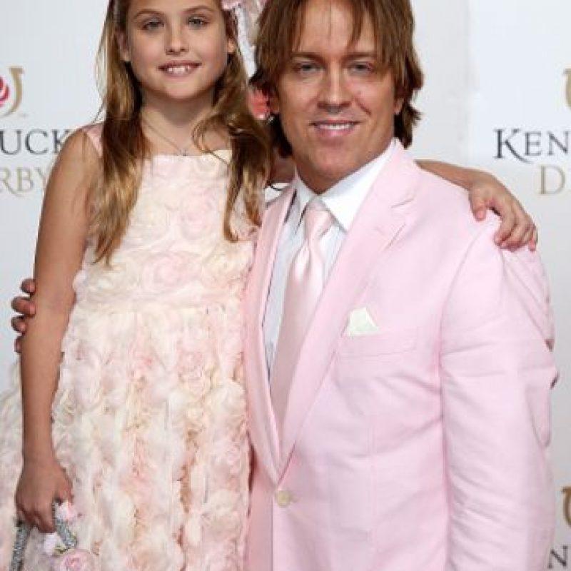 Nunca se separa de su padre. Foto:vía Getty Images