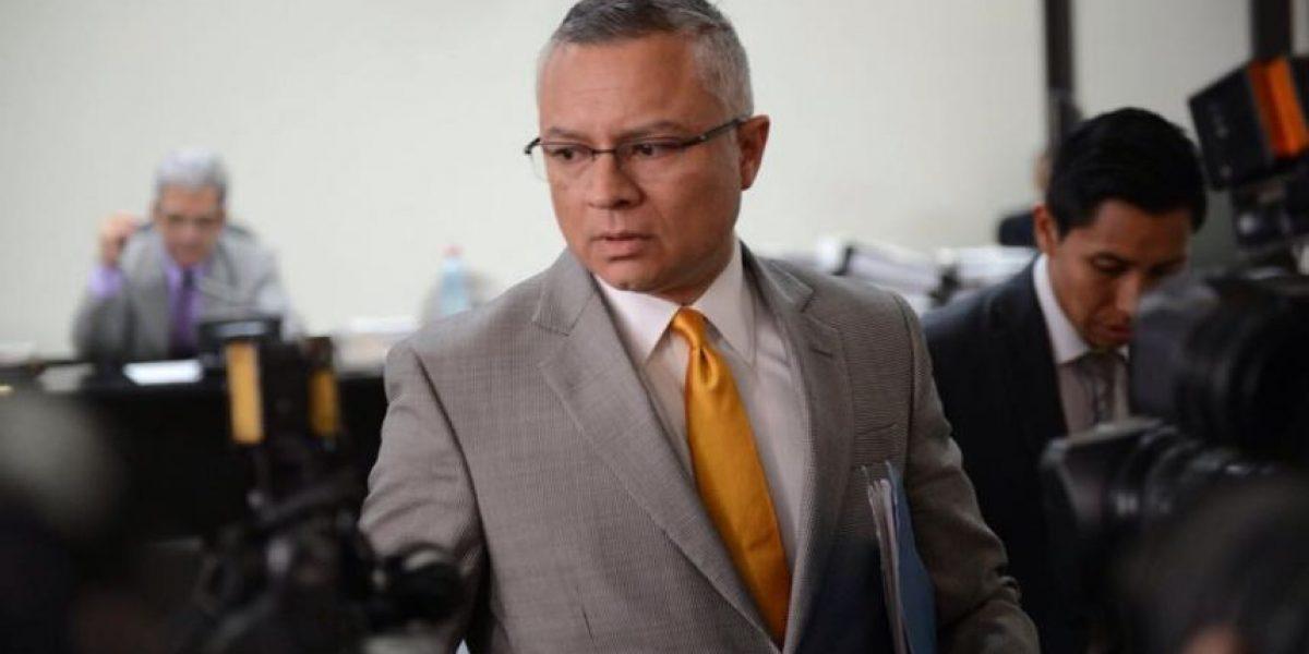 Por esta razón, un periódico salvadoreño investiga a Salvador González,