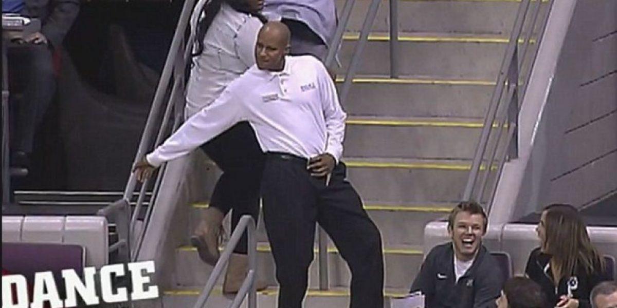 Conoce al acomodador de asientos que baila como Michael Jackson
