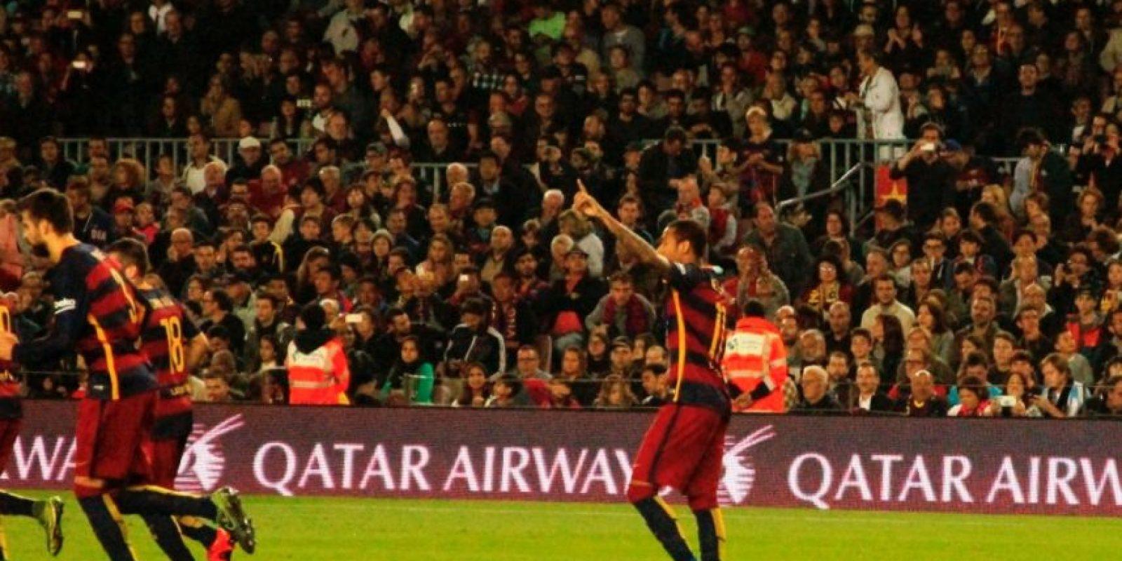 Neymar le dedicó a Messi el primer gol. Foto:Ramón Mompiò