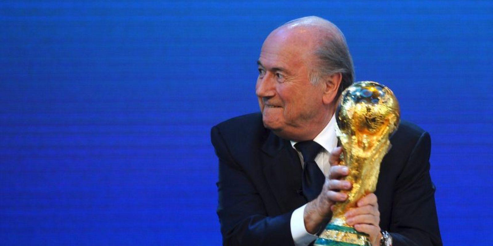 De hecho, Blatter está suspendido por 90 días por el Comité de Ética de la FIFA. Foto:Getty Images