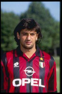 Jugó en el Milán y en el Torino y lo más curioso es que era un extremo muy veloz. Foto:Getty Images