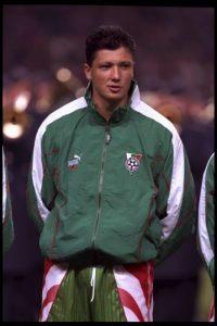 Fue un futbolista búlgaro que jugó en el CSKA de Moscú y el Valencia de España. Foto:Getty Images