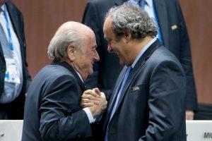 Tras los arrestos del 27 de mayo, varios personajes pidieron su renuncia de la presidencia de la FIFA, como François Hollande, presidente de Francia y David Cameron, primer ministro de Inglaterra. Foto:Getty Images