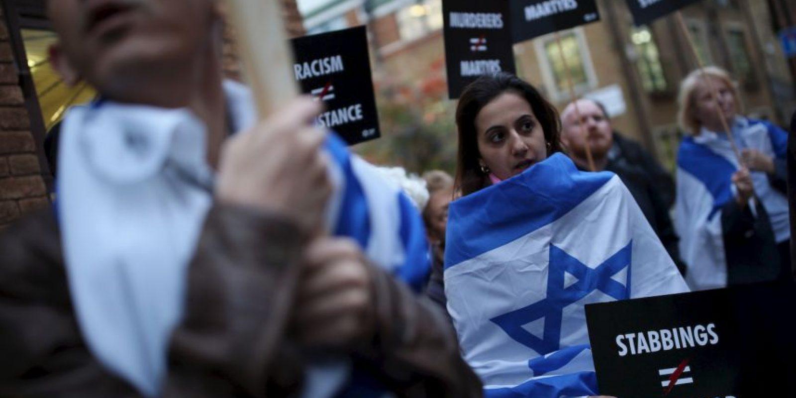 6. La nueva ola de violencia ha alarmado a los israelíes, quienes toman medidas de seguridad para protegerse, como no salir a la calle y viajar en transporte privado. Foto:Getty Images