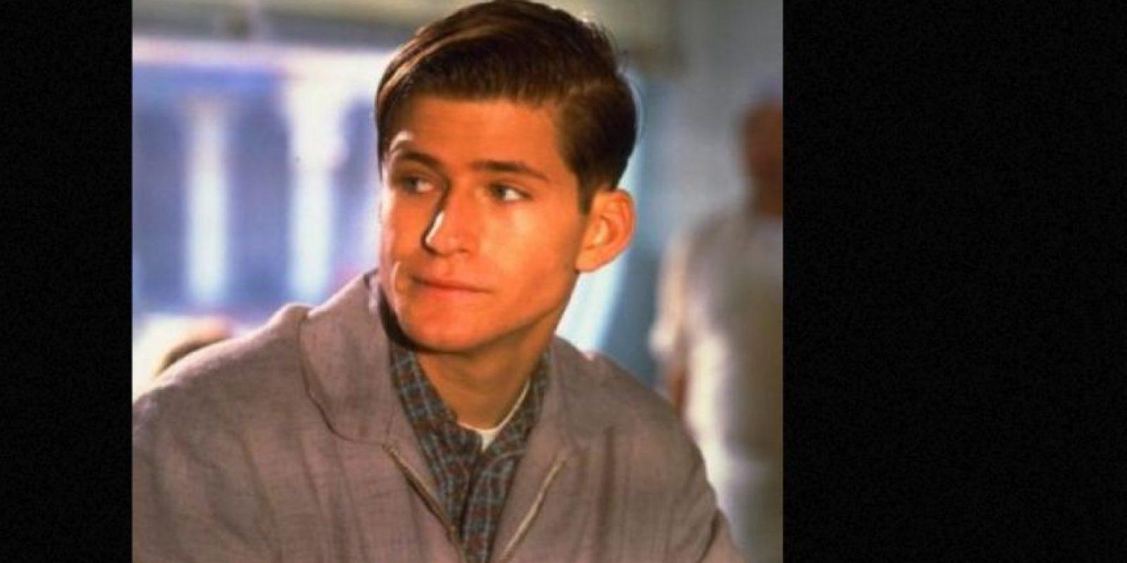 """Crispin Glove encarnó a """"George McFly"""", el chico tímido que se convertirá en el padre de """"Marty"""" Foto:vía IMDB"""