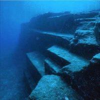 En 1985, una serie de expediciones en la Isla de Yonaguni, en Japón, a cargo de Kihachiro Aratake, sugirieron que existía una ciudad submarina en la región. Foto:Instagram.com/carolinecorbasson
