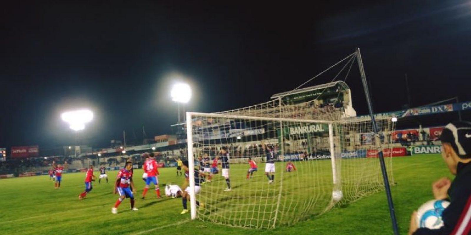 La jornada 14 vio a los chivos confirmarse como líderes. Foto:Xelajú MC, Comunicaciones FC y rojos.com