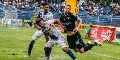 Los blancos no tuvieron suerte en su visita a Mazatenango. Foto:Xelajú MC, Comunicaciones FC y rojos.com