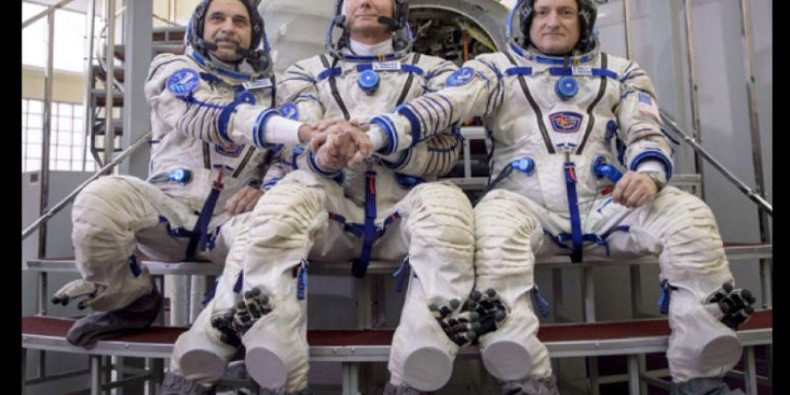 En la misión está acompañado de dos cosmonautas rusos. Foto:Vía nasa.gov