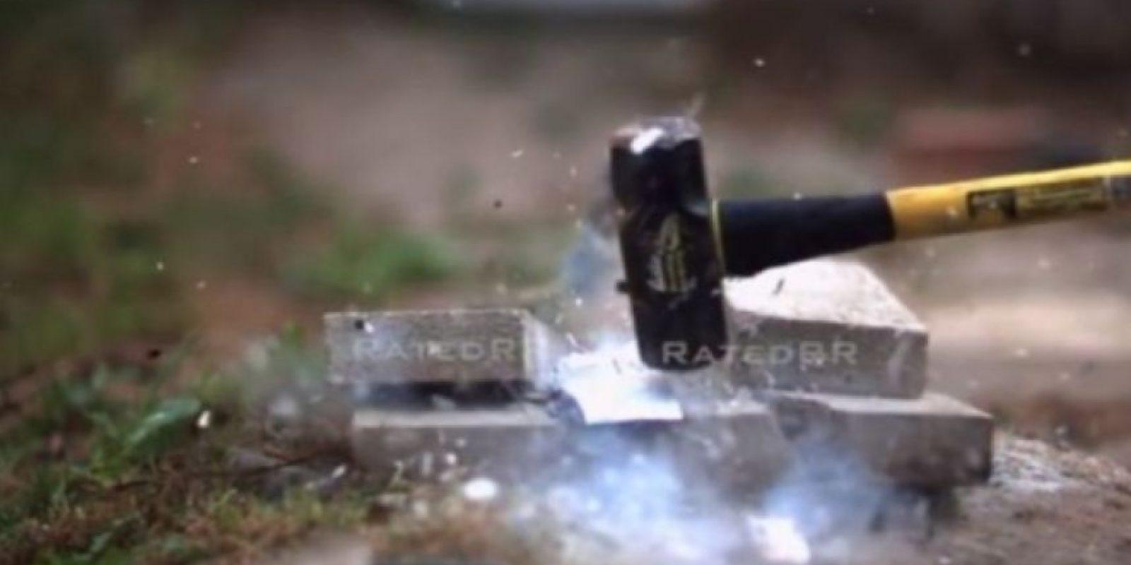 1- Ante un martillo su destrucción fue completa. Foto:FullMag / YouTube