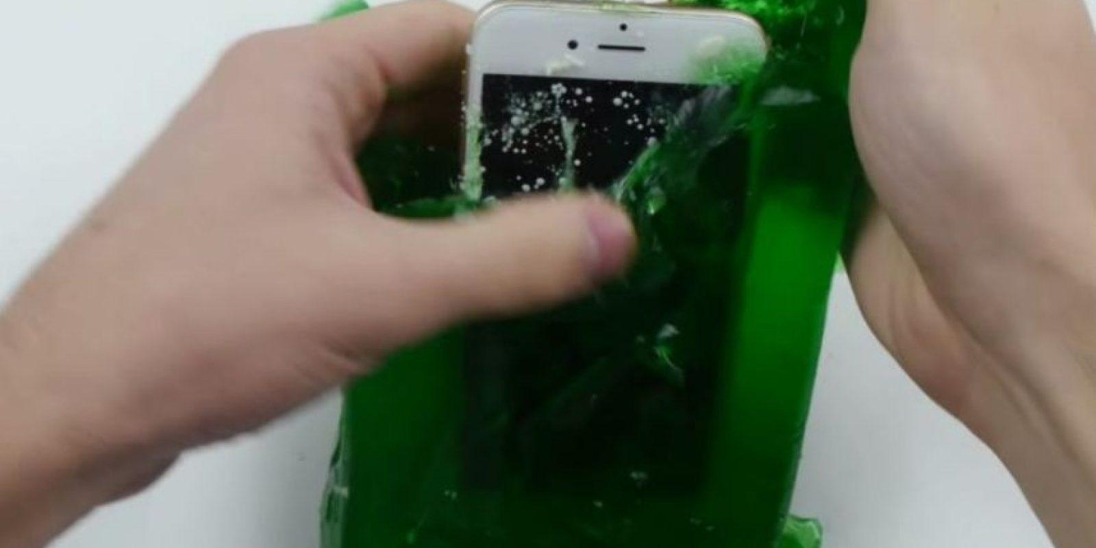 7- Fue dejado 24 horas con gelatina. Resistió. Foto:TechRax / YouTube