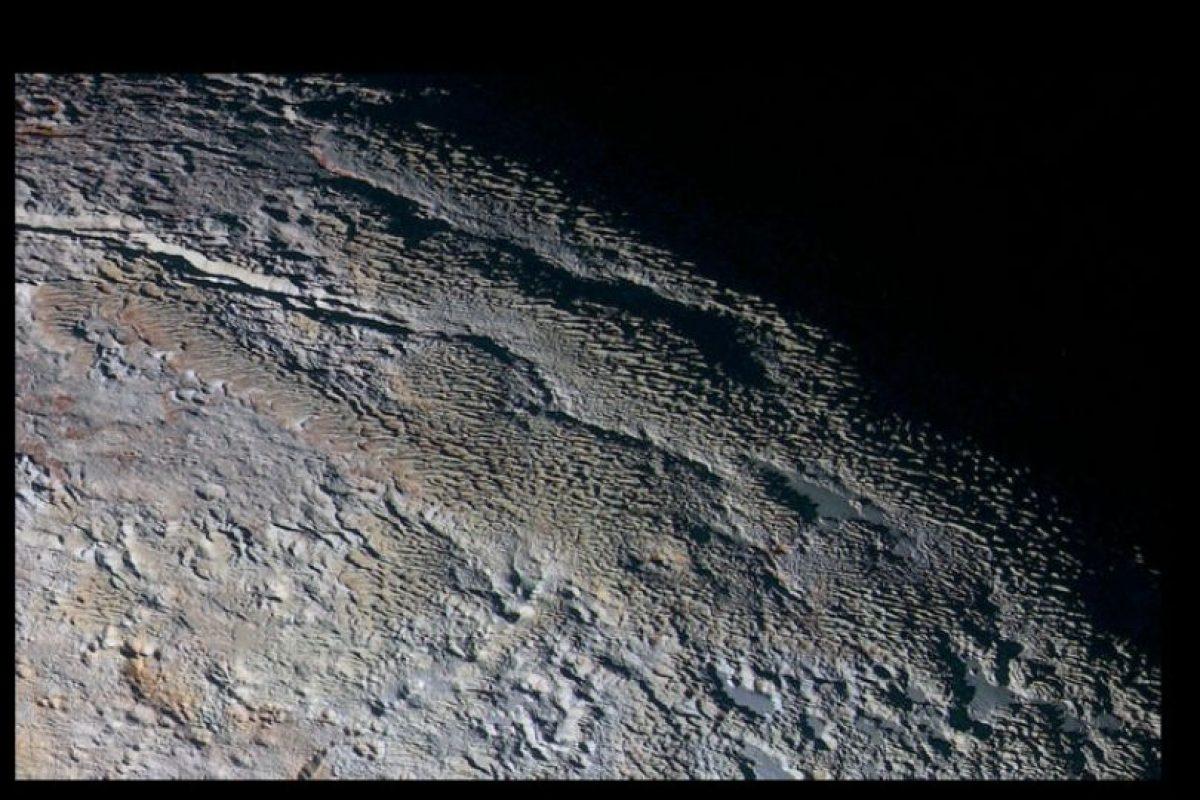 Plutón y su piel de serpiente Foto:Vía nasa.gov