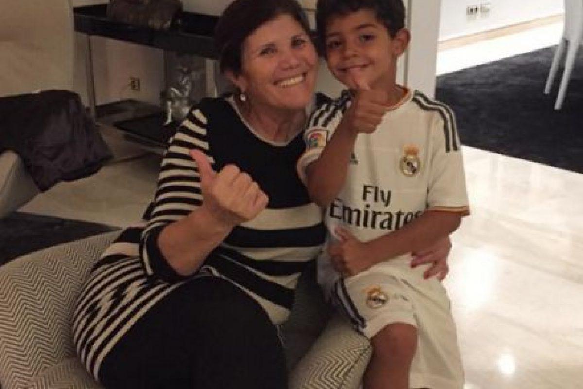 """Por eso, el primer sueldo que ganó """"CR7"""" con los """"Red Devils"""" fue para premiar a Dolores Aveiro. Foto:Vía instagram.com/doloresaveirooficial"""