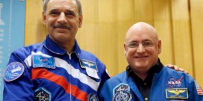 El cosmonauta Gennady Padalka y Mikhail Kornienko (izq) Foto:Vía nasa.gov
