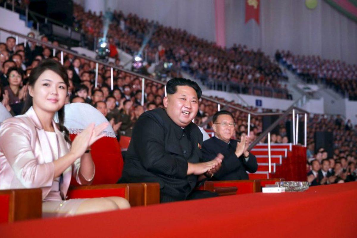 Aquí se aprecia a Kim Jong-Un y su esposa Ri Sol-ju. Foto:AFP