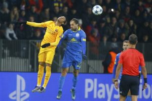 El cuadro azulgrana consiguió como visitante tres puntos contra el cuadro bielorruso. Foto:AP y AFP