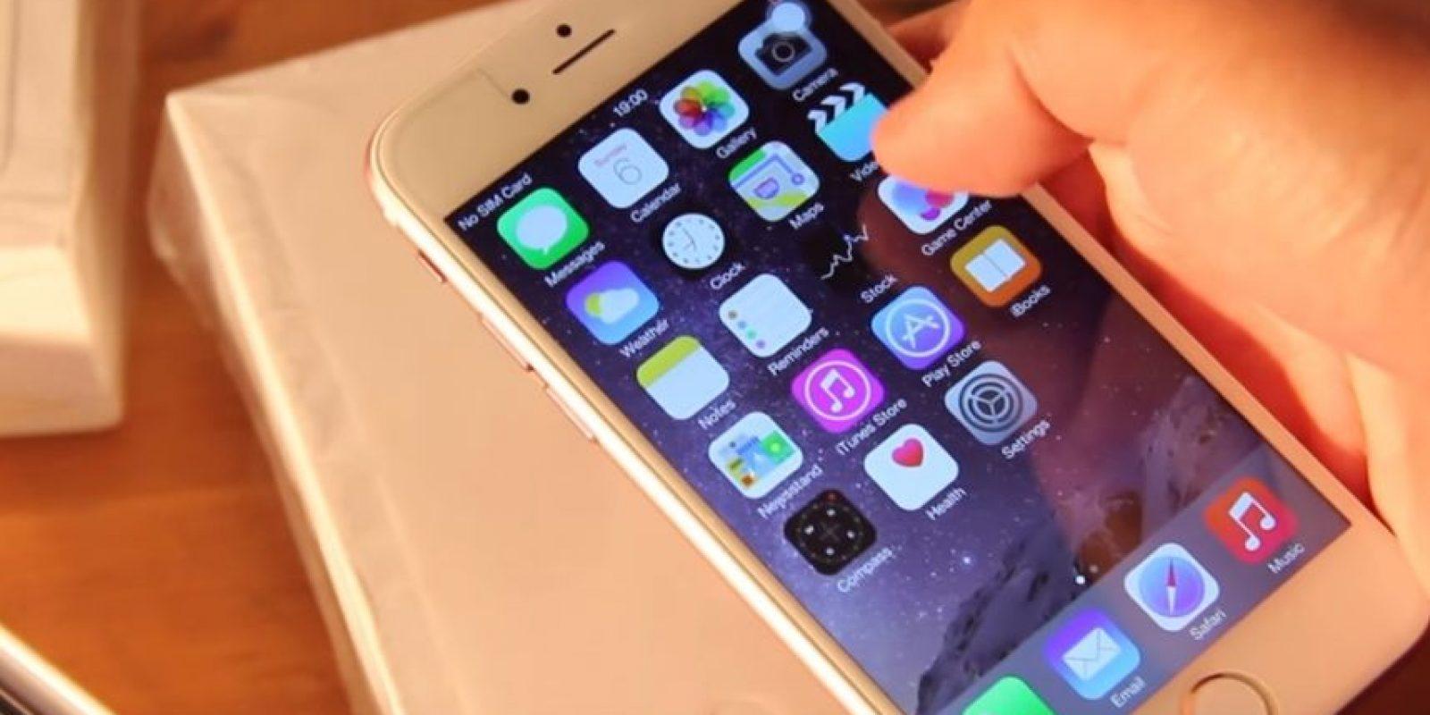 3) Supuestamente tiene el sistema operativo iOS 8.2 Foto:ManDel Tech / YouTube