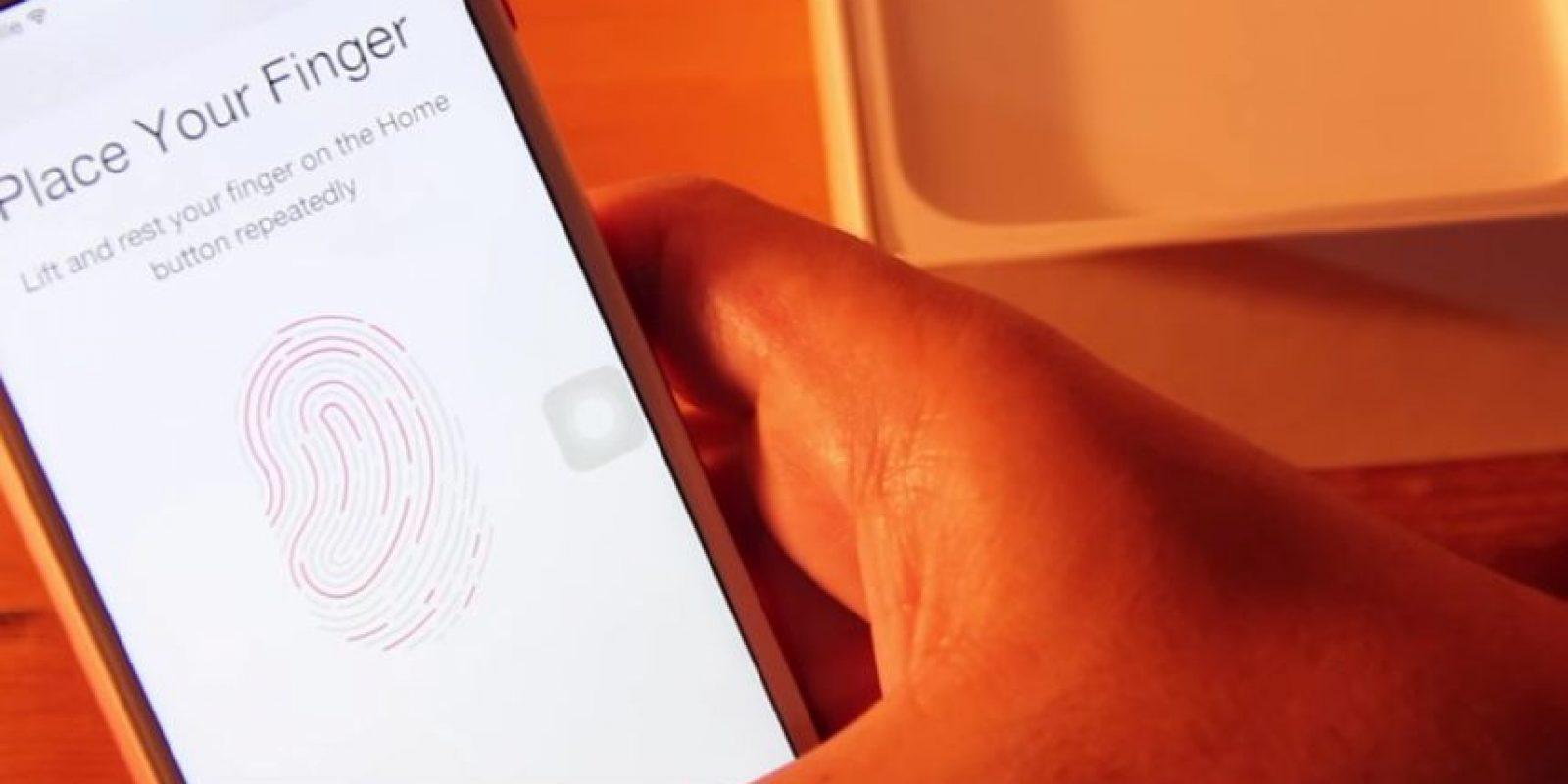 Inclusive incorpora el detector de huellas dactilares. Foto:ManDel Tech / YouTube