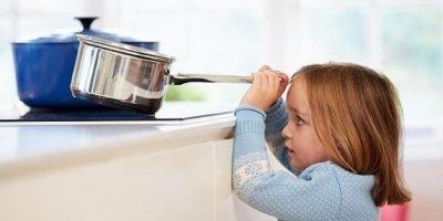 Podrían correr riesgo en la cocina. Foto:Tumblr.com/Tagged-niños-solos-casa