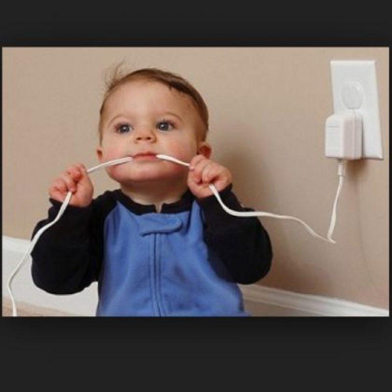 Electrocutarse. Foto:Tumblr.com/Tagged-niños-solos-casa