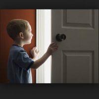 Abrir la puerta a desconocidos. Foto:Pinterest