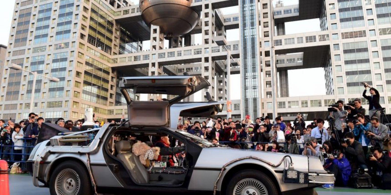 En Japón se presentó ante un gran número de fans un auto inspirado en el DeLorean. Foto:AFP