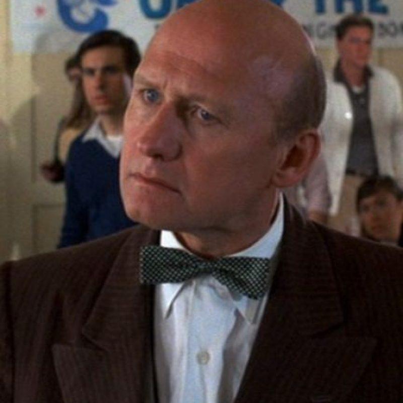 """Interpretó al director """"Strickland"""", un hombre calvo con cierto odio por la familia """"McFly"""". Foto:YouTube"""