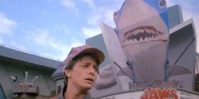 """Como una broma de Steven Spielberg, en la cinta se indica que el responsable de llevar a la pantalla grande la película """"Tiburón 19"""" será su hijo Max Spielberg. Foto:vía YouTube"""