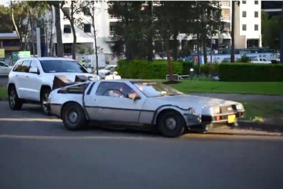 En Australia, una réplica del DeLorean, recorrió algunas calles. Foto:Vía facebook.com/mikebairdMP