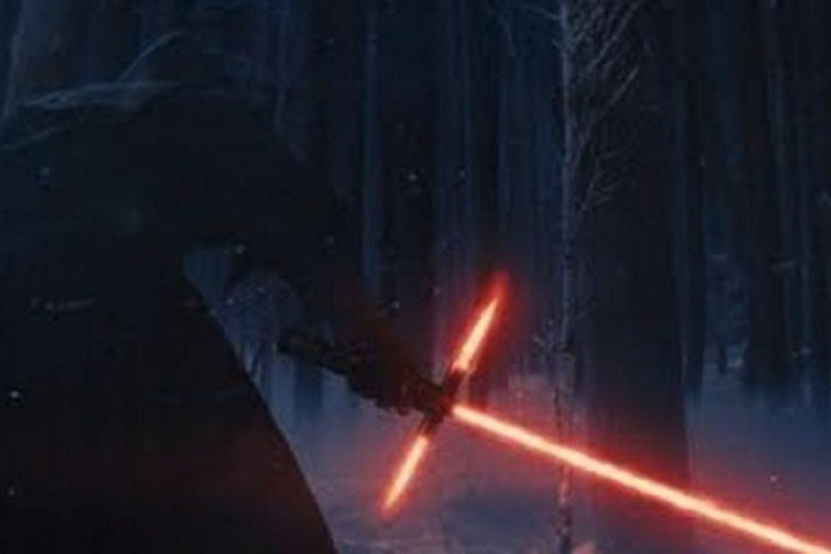 Uno de los villanos es Kylo Ren (Adam Driver), que pertenece a la First Order Foto:Lucasfilm