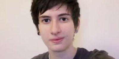 Jamie esperó a cumplir 18 años para comenzar con su cambio de mujer a hombre y decidió mostrarlo en un timelapse en Youtube, el cual contiene mil 400 selfies. Foto:Vía Youtube / Jammidodger