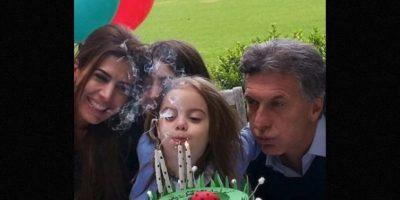Es la tercera esposa de Mauricio Macri, quien a la vez es su segundo esposo Foto:Instagram.com/juliana.awada