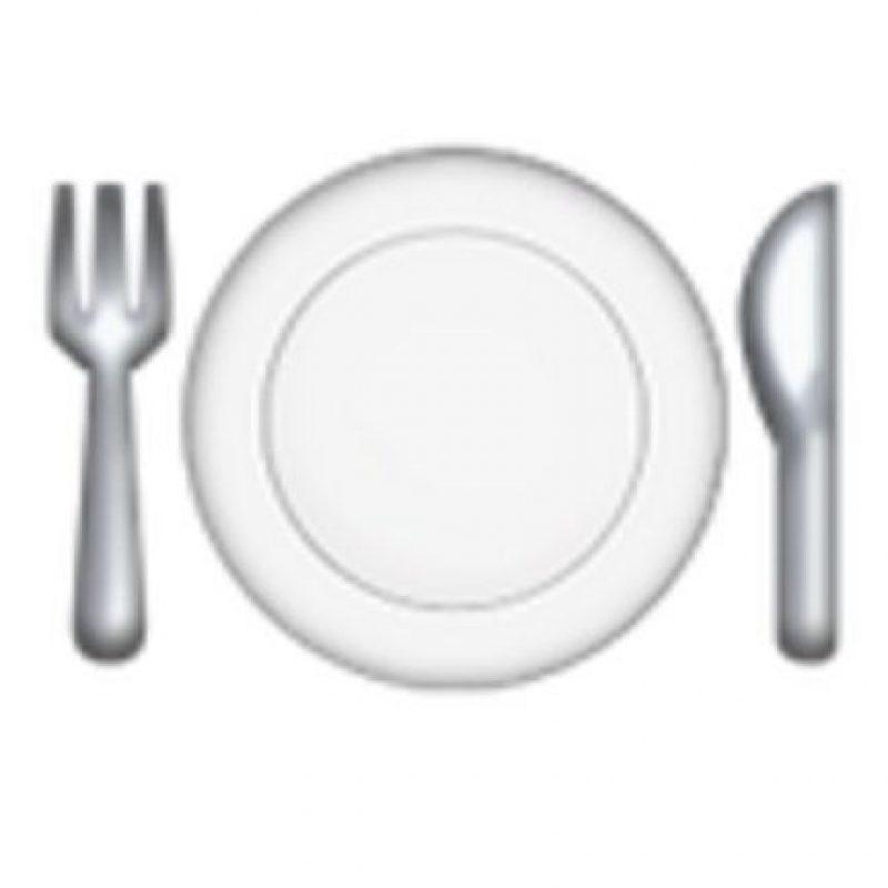 Cubiertos y plato. Foto:vía emojipedia.org