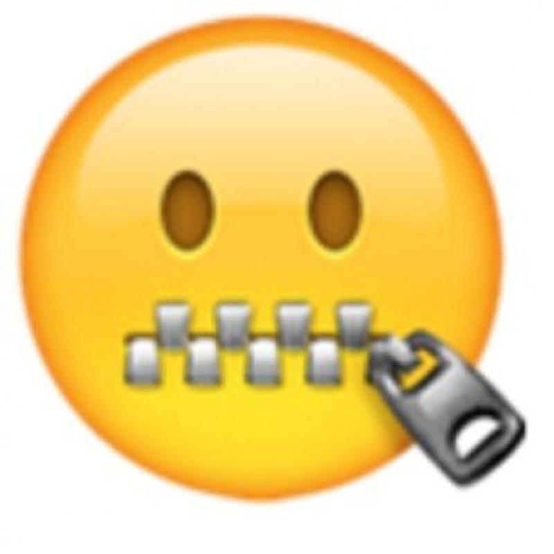 Rostro con la boca cerrada con cierre. Foto:vía emojipedia.org
