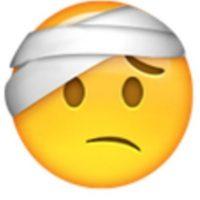 Hombre con vendaje. Foto:vía emojipedia.org