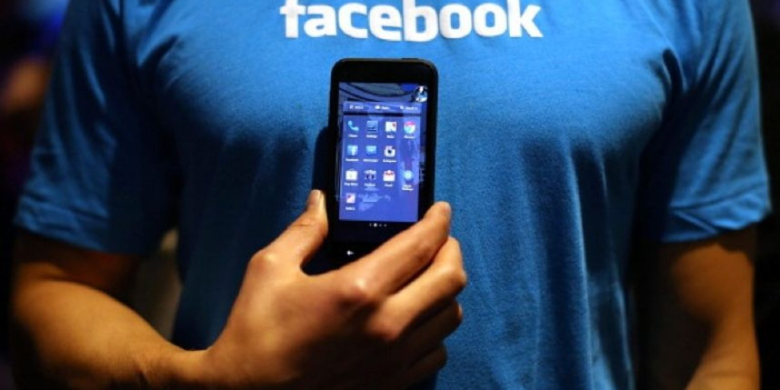En la red social de Mark Zuckerberg es posible enterarse de lo que piensan sus amigos, ver las fotos de su vacaciones, conocer gente nueva, además de decirle al mundo que están felices por que tienen una relación y eso les gusta. Foto:Getty Images
