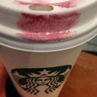 El rojo en el café. Foto:Vía Instagram/#LipstickFail