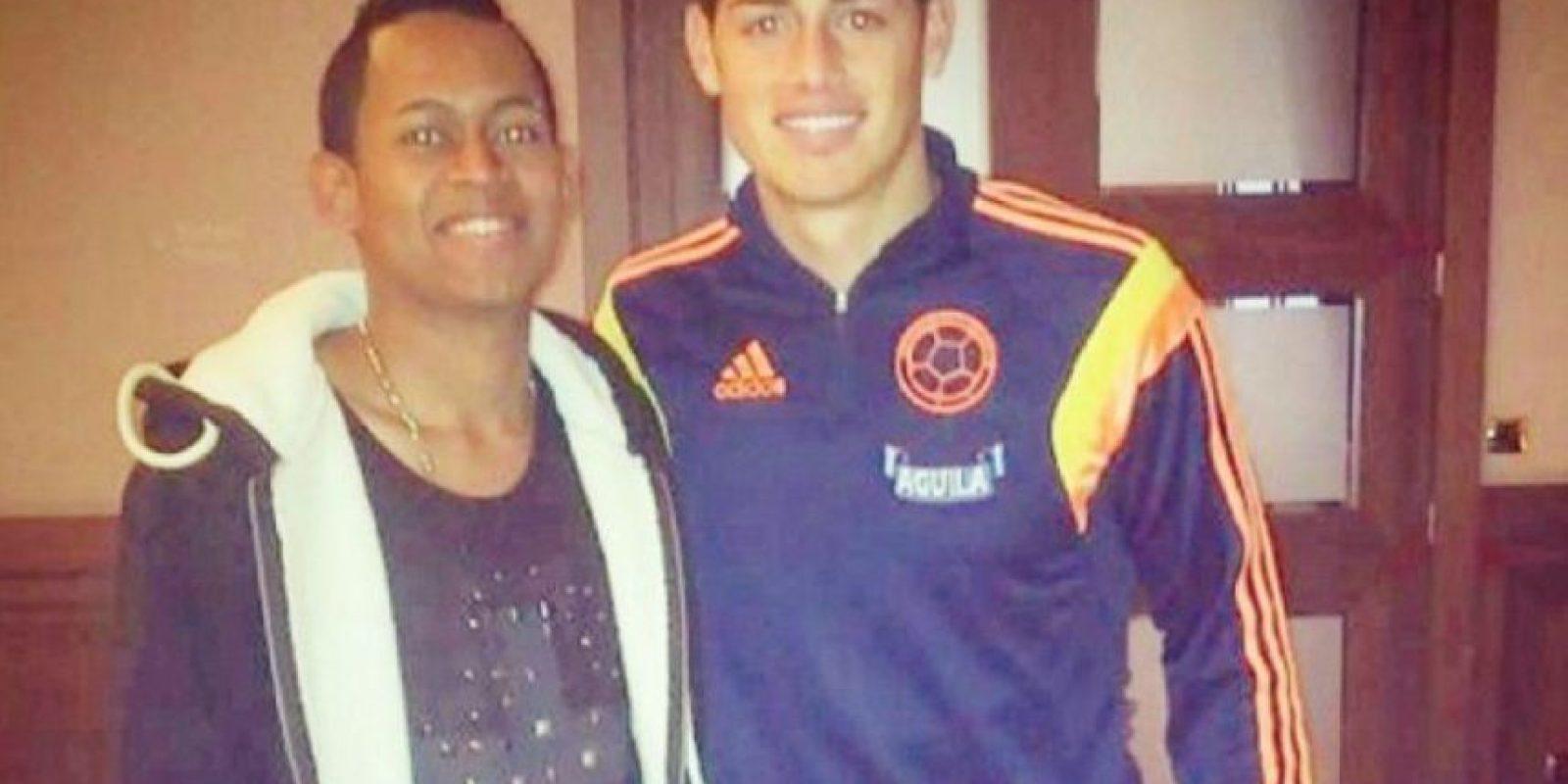DJ Fexter subió esta imagen al lado de James Rodríguez, tomada durante la concentración de la Selección durante los amistosos de noviembre de 2014 contra Estados Unidos y El Salvador, jugados en Europa. Foto:vía Facebook/DJ Fexter