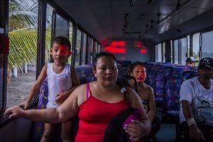 La mayoría, de los estados de Jalisco y Colima, donde se espera que impacte Foto:AFP