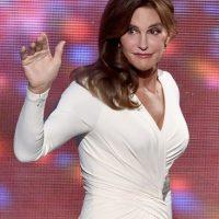 Durante la entrega de los premios ESPY's, el padre de Kendall Jenner lució este ajustado vestido blanco. Foto:Getty Images