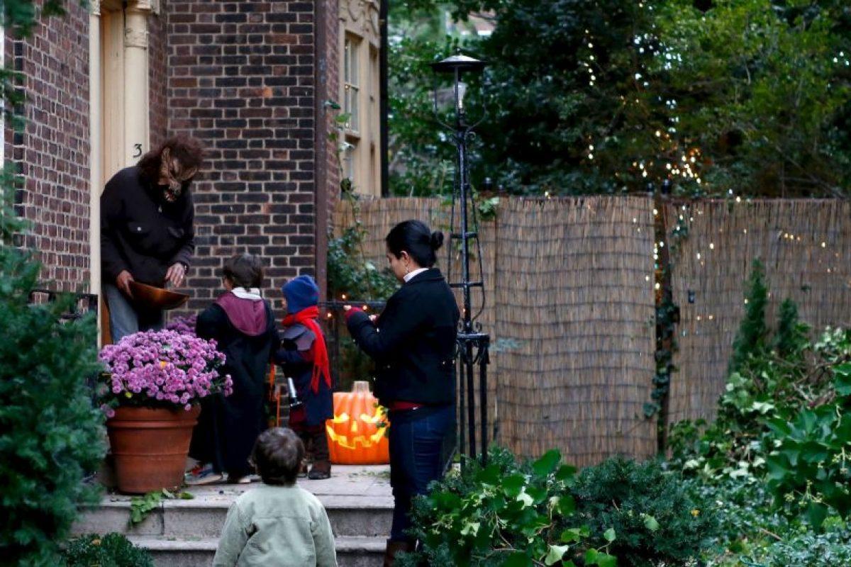 "Esperando que ningún ""dulce o truco"" se convierta una mala experiencia. Foto:Getty Images"