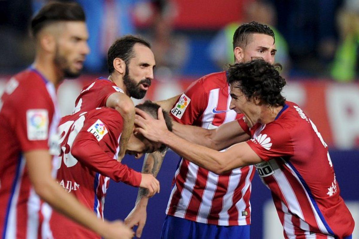 LIGA BBVA: Atlético de Madrid (4) vs. Valencia (8) en el Vicente Calderón Foto:Getty Images