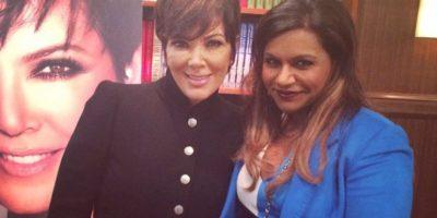 La empresaria incluso compartió esta fotografía con Mindy Kaling, la protagonista de esta famosa producción. Foto:vía instagram.com/krisjenner