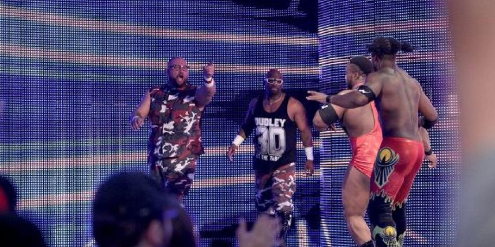 Por el Campeonato en Parejas, The New Day (Big E y Kofi Kingston) se medirán con The Dudley Boyz (Bubba Ray y D-Von)) Foto: WWE
