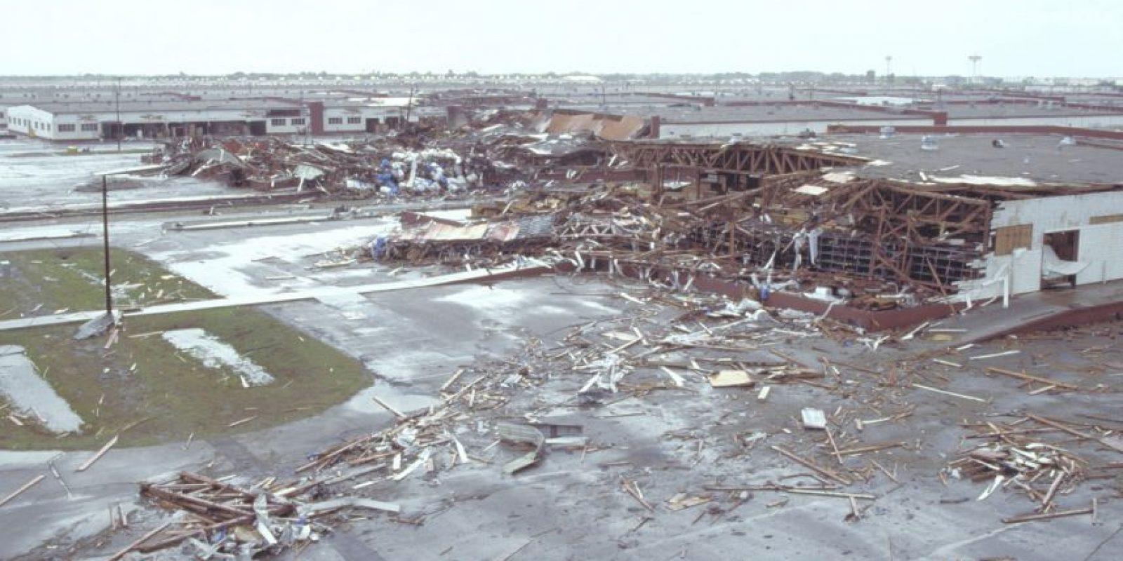 El Huracán Asesino o Gilbert. Este ciclón golpeó durante 9 días el Caribe y el Golfo de México en septiembre de 1988. Los muertos fueron 341 muertos, la mayoría en Mexico y cinco mil 500 billones de dólares en pérdidas. Foto:Vía Wikimedia Commons